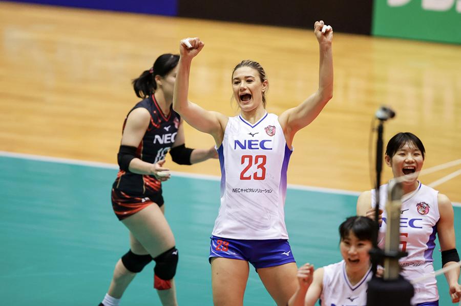 Neriman Özsoy'un takımı NEC Red Rockets, Japonya Kadınlar Birinci Ligi'nde bu haftasonu oynadığı iki maçı da kazandı.